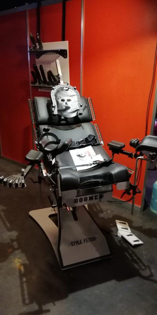 Gynäkologie Stuhl mit vielen Möglichkeiten zur Fixierung