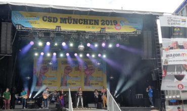 Die Band Basement79 auf der Bühne auf dem Münchener Marienplatz.